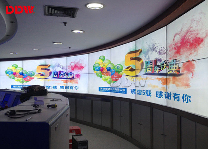 Round 55 Inch Curved Wall Display , Low Noise Fans Wall Mounted Video Wall